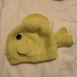 Adorable yellow fish hat 0-6 months!